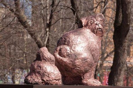 Скульптура, по задумке авторов, должна призывать горожан к чистоте.