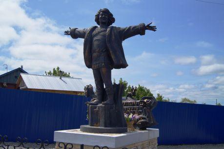 Памятник Кола Бельды в селе Синда