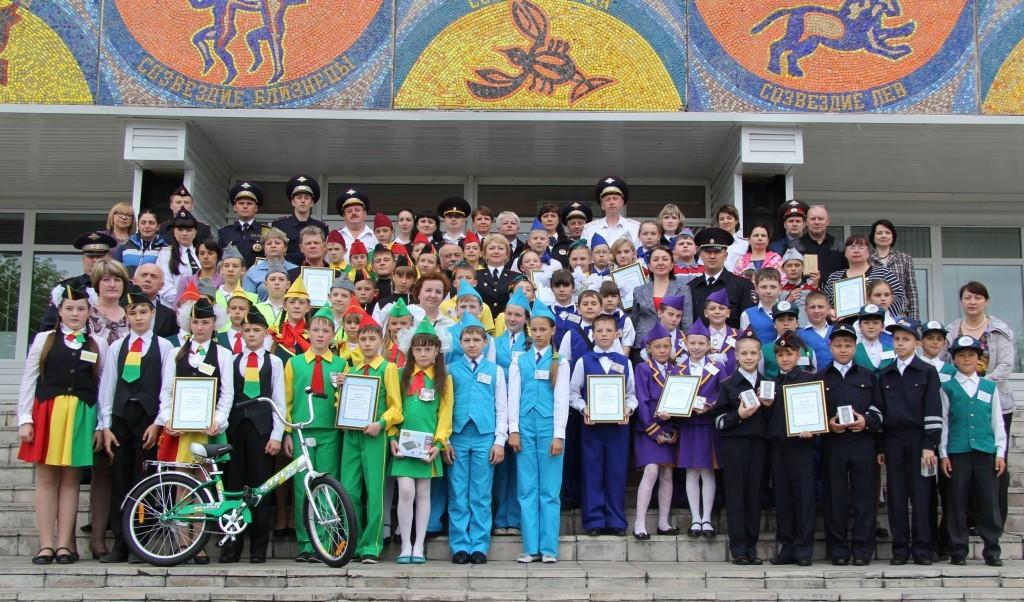 Шестнадцать команд Юных инспекторов дорожного движения (ЮИД) участвовали в Хабаровске в краевом конкурсе-фестивале «Безопасное колесо-2014»
