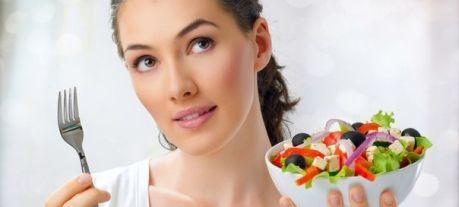 Главный секрет в том, чтобы худеть без дополнительного воздействия физическими нагрузками на организм, - не уменьшение количества приемов пищи, а наоборот, увеличение таковых, но с уменьшением порций.