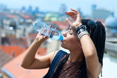 Постарайтесь не пить газировку. Правильный выбор - минеральная вода без газа.