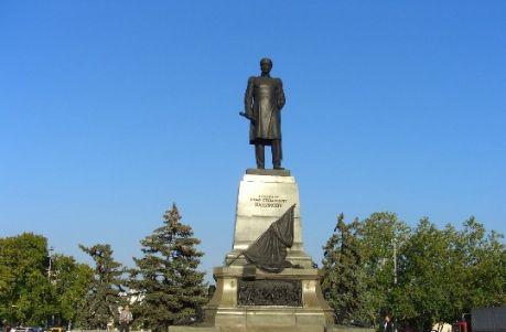 Памятник адмиралу Павлу Нахимову в Севастополе