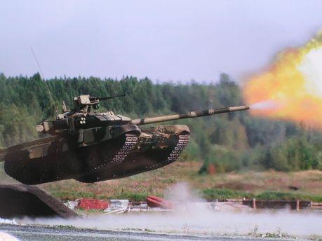 Танковый биатлон скоро станет новым военно-прикладным видом спорта. В этом уверен министр обороны РФ Сергей Шойгу.