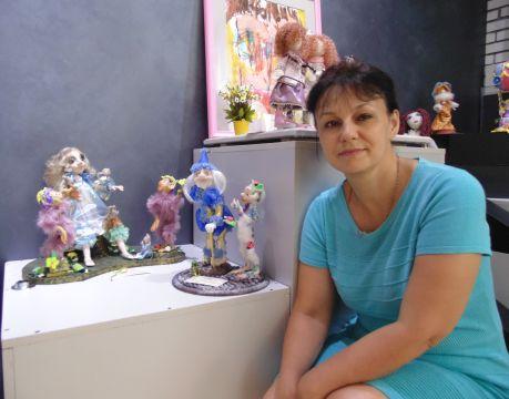 Наталья Тьер (п. Солнечный) со своими работами