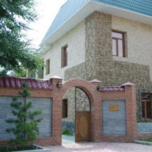 Этот дом по Аэродромной, 16 позиционируется как ресторан армянской кузни и гостиница