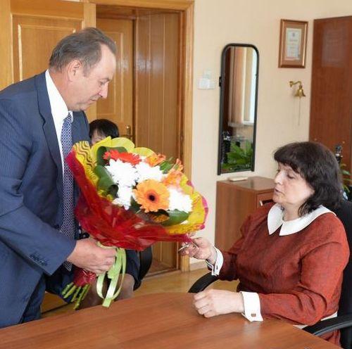 Владимир Чаюк вручил ключи от квартиры Татьяне Седых
