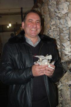 Фермер-грибовод Андрей Родин из села Ильинка первым стал выращивать вешенки в Хабаровском крае