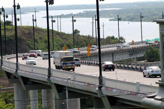 На вырученные деньги с мостового императорского металла строили мост новой капиталистической России
