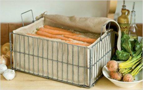 Хорошо хранится морковь таких сортов, как Несравненная, Лосиноостровская,. Шантенэ, Московская зимняя, Витаминная, Валерия