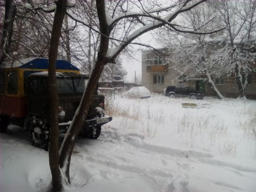 """Аварийный """"ГАЗ-66"""" прошел-таки по дамбе в поселок"""
