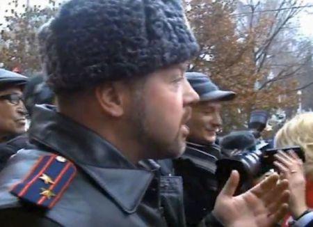 Кто сорвал звезду в полковничьих погон Антона Грачева на видео не видно? Люди скандировали полиции: «Позор! Позор!»