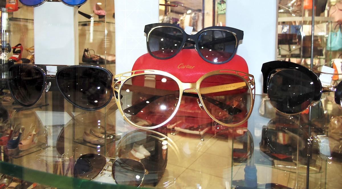 В лабутенах, стильных очках и с новой сумкой этой весной