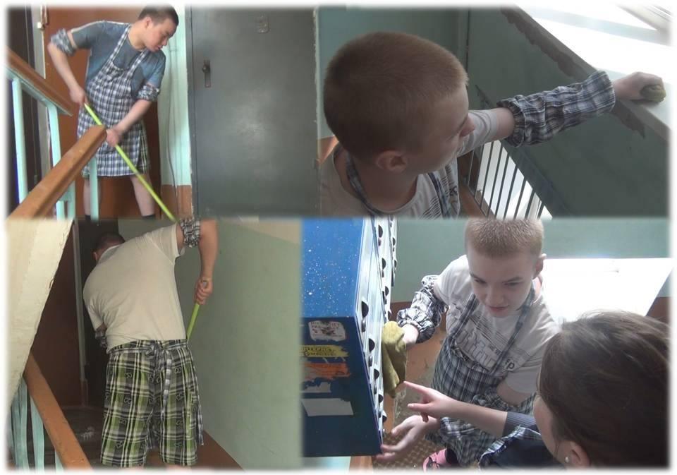 Аутисты помогают привести подъезд в порядок.