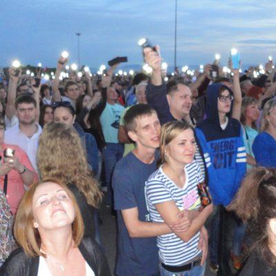Романтичные фонарики дополнили яркие эмоции от концерта