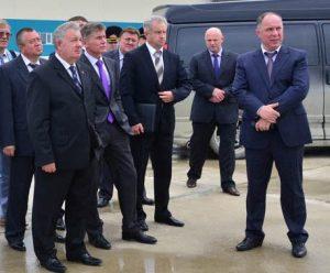 Полпред Ишаев (слева) и глава Дальспецстроя Хризман на космодроме Восточный - за месяц до их отставки. Фото Спецстроя РФ.