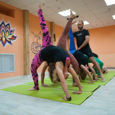 Занятия в B.Yoga центре. Руководитель Алексей Соснин   (12)