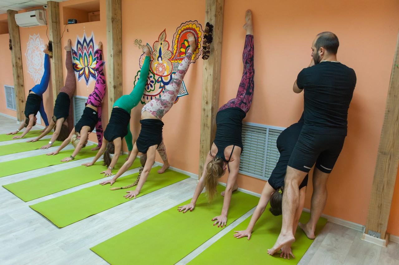 Занятия в B.Yoga центре. Руководитель Алексей Соснин (13)