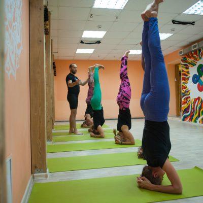 Занятия в B.Yoga центре. Руководитель Алексей Соснин   (14)