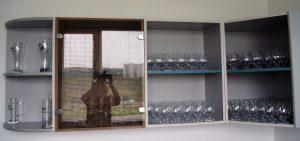 Здесь солидный запас бокалов - на всех дегустаторов хватит