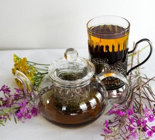 Мужской чай. Взять 1 ст.л. черного чая и 3 сухих соцветия тимьяна. Также можно добавить мед, мяту или мелиссу (их количество четко не фиксировано). Дайте чаю настояться на протяжении 7 минут, после чего процедите и можете пить.