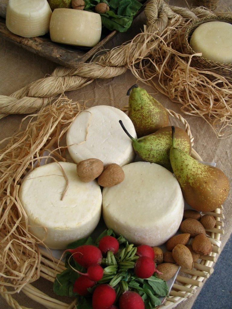 Качотта - это миниатюрные головки сыра.