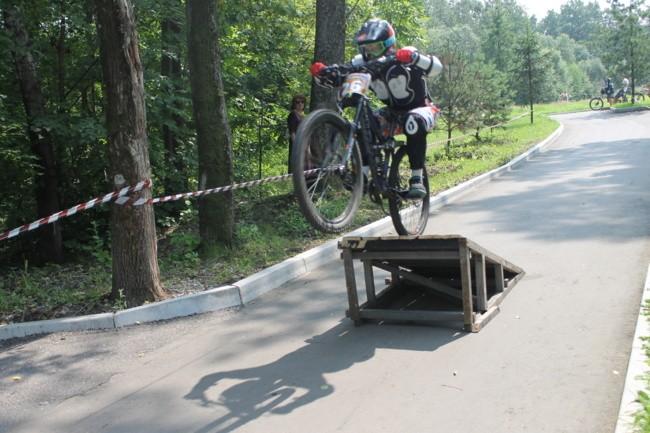 """Велосипедисты облюбовали парк """"Северный""""."""
