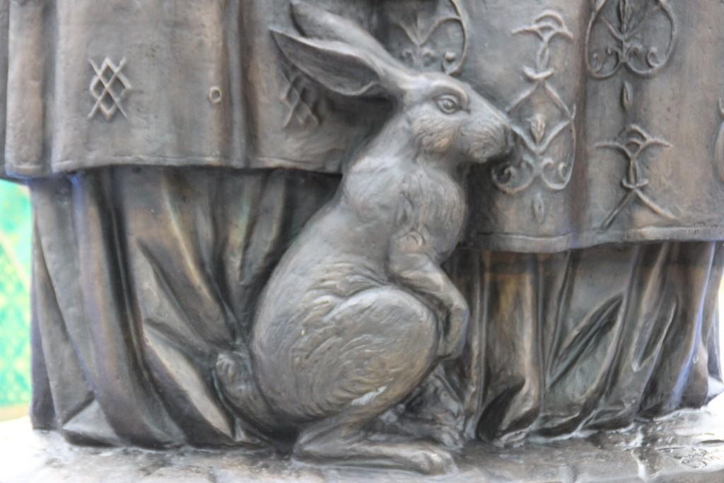 """Зайца можно погладить """"на счастье"""""""
