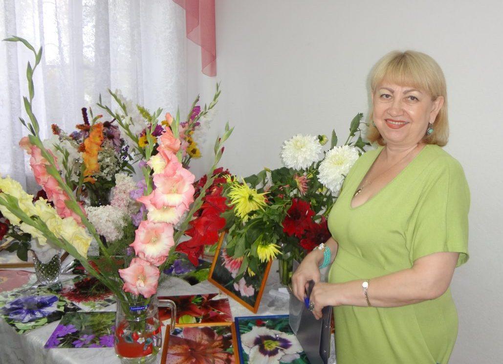 Тамара Михайловна Машина, организатор выставки в Краснофлотском районе
