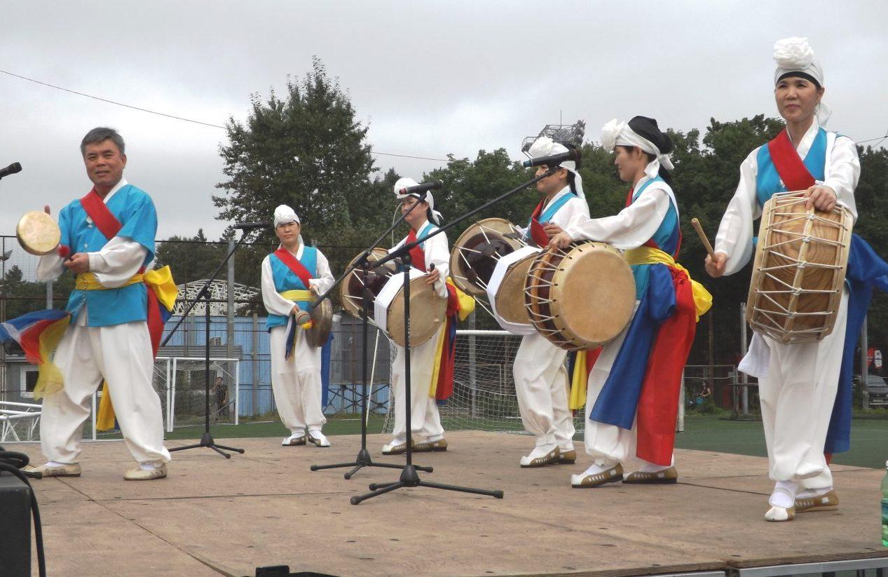 Выступление корейского ансамбля