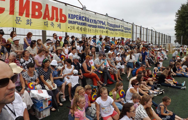 На фестиваль многие пришли семьями.