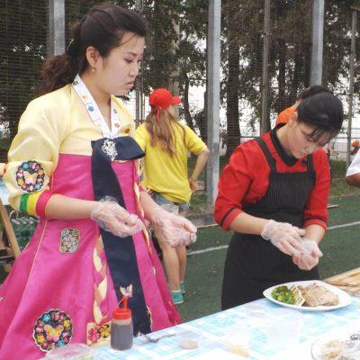 Кулинарный фестиваль кимчи - есть что попробовать, есть на кого посмотреть.