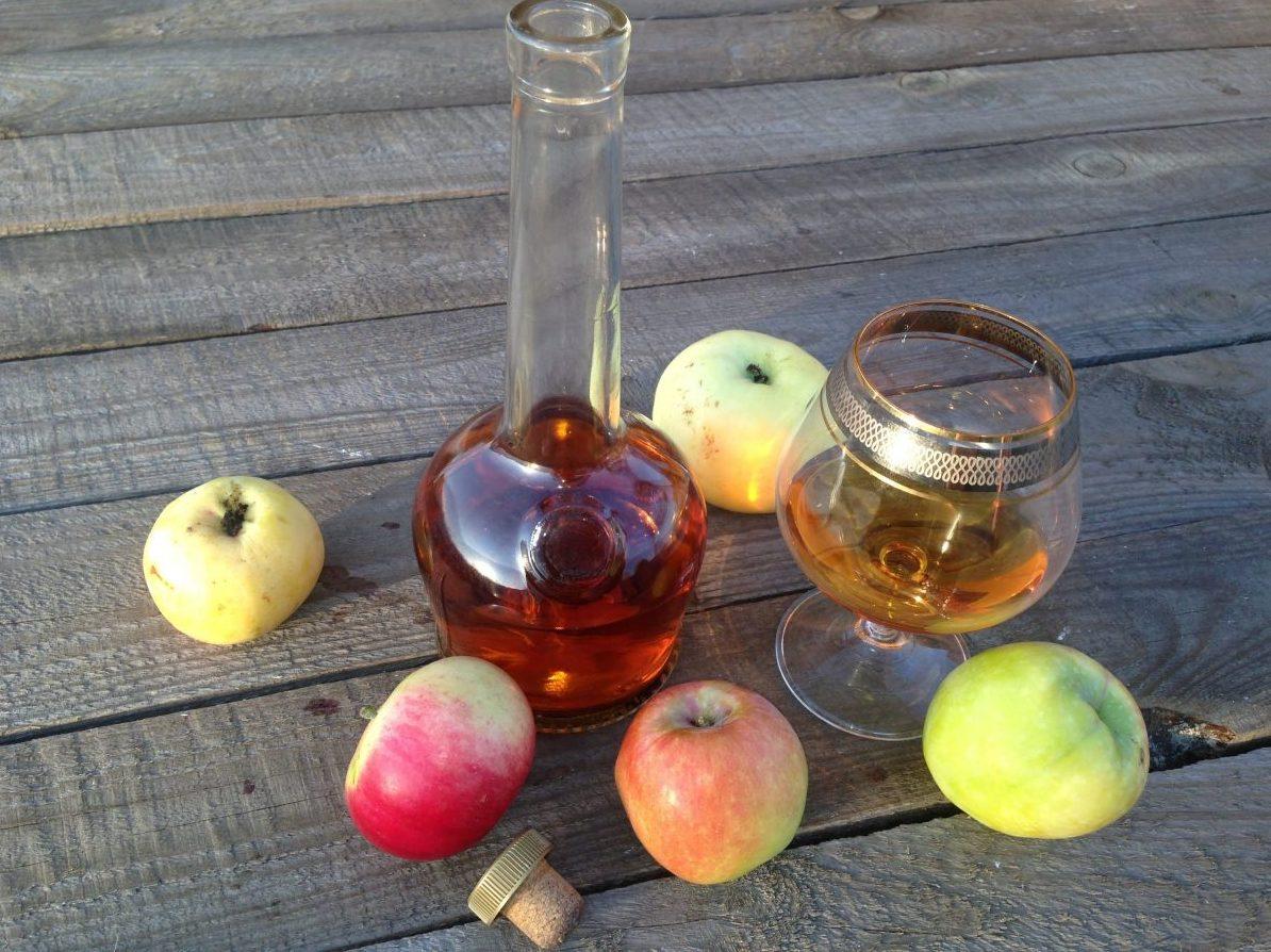 Кальвадос: 2 рецепта в домашних условиях из яблок и груш