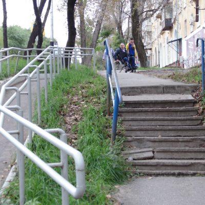 Этот пандус был установлен по инициативе Валерия Волкова