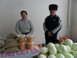 У Михаила Симакова фермерское хозяйство семейное, а потому и на Ярмарку выходного дня он приезжает вместе с супругой