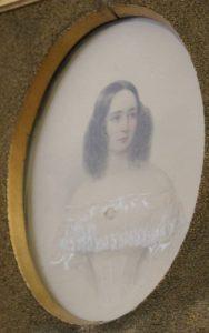 Еще одна работа, которая практически не бывает на выставках: «Женский портрет» 1840 года, написанный русским художником Владимиром Гау. Такие тончайшие акварельные портреты писали и дарили молодым женщинам. Хотя есть и мужские портреты.