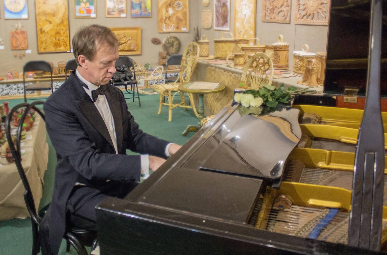 Пианист-виртуоз Владимир Будников собственной персоной