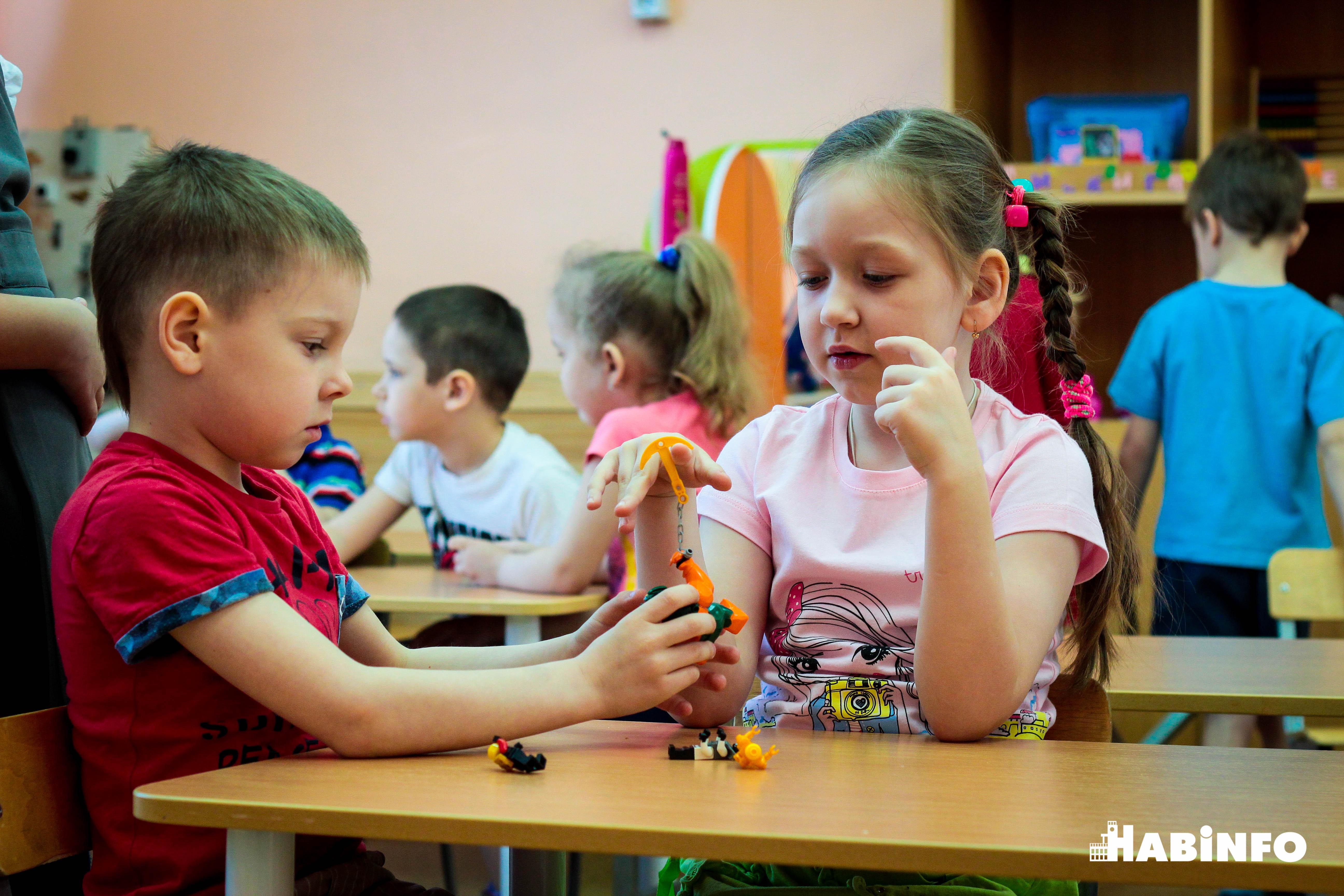 Мужской взгляд, или Как хабаровчанин Борис Землянский работает воспитателем в детском саду  (ФОТО)