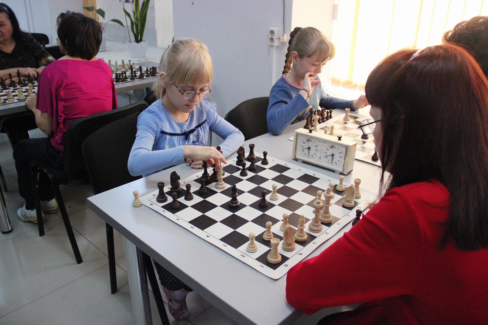 Юные шахматисты не сдаются