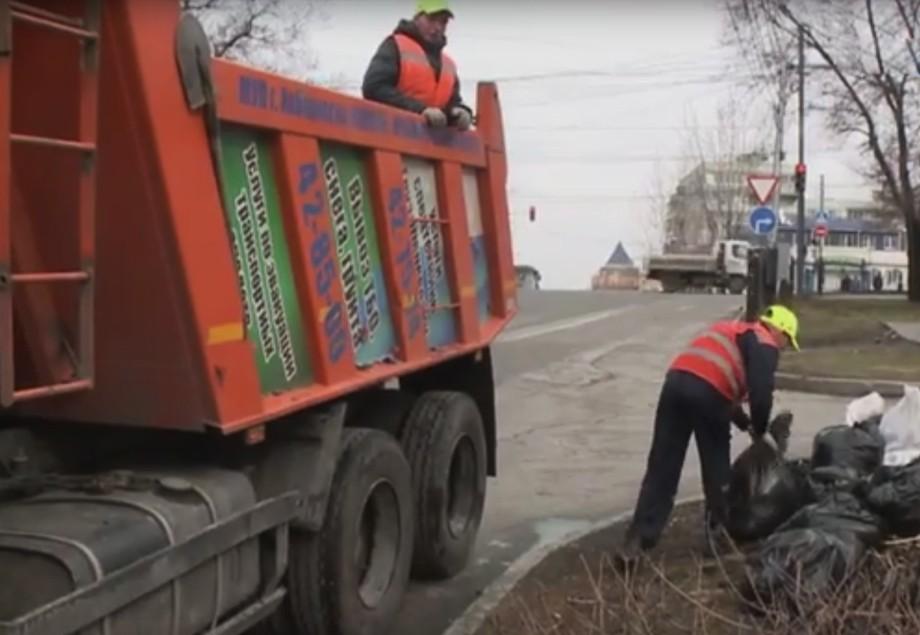 Война с зимним мусором в Хабаровске обретает затяжной характер