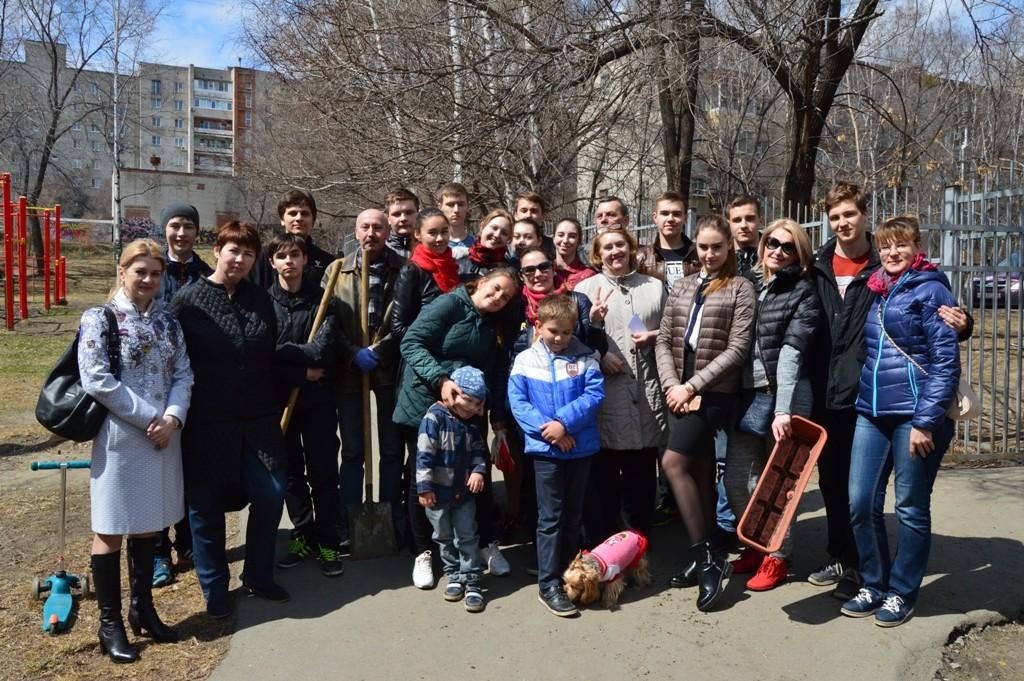 Ёлки на память: хабаровские школьники высадили деревья во время субботника (ФОТО)