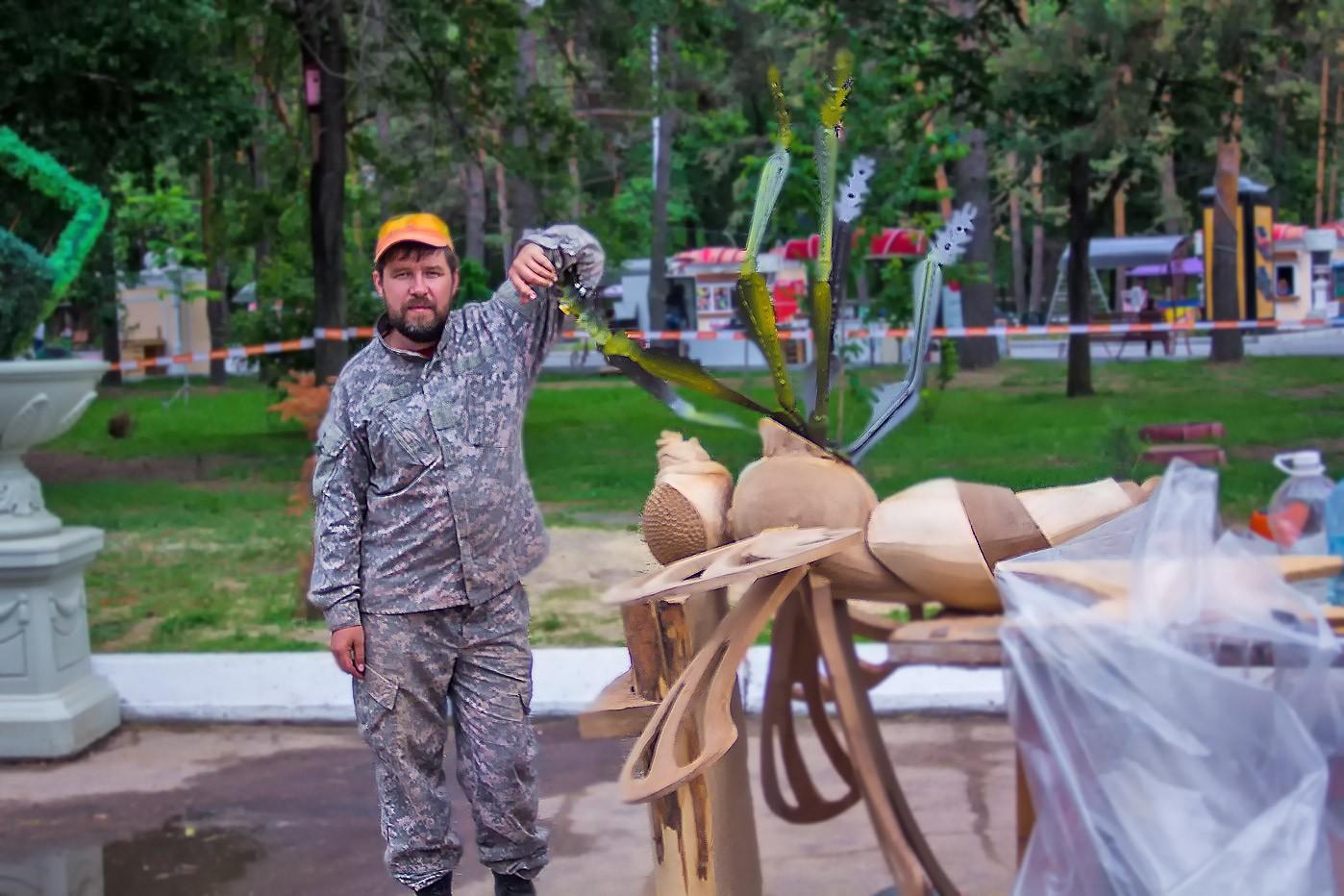 Муха-цокотуха и тигры на набережной: конкурс деревянных скульптур завершился в Хабаровске