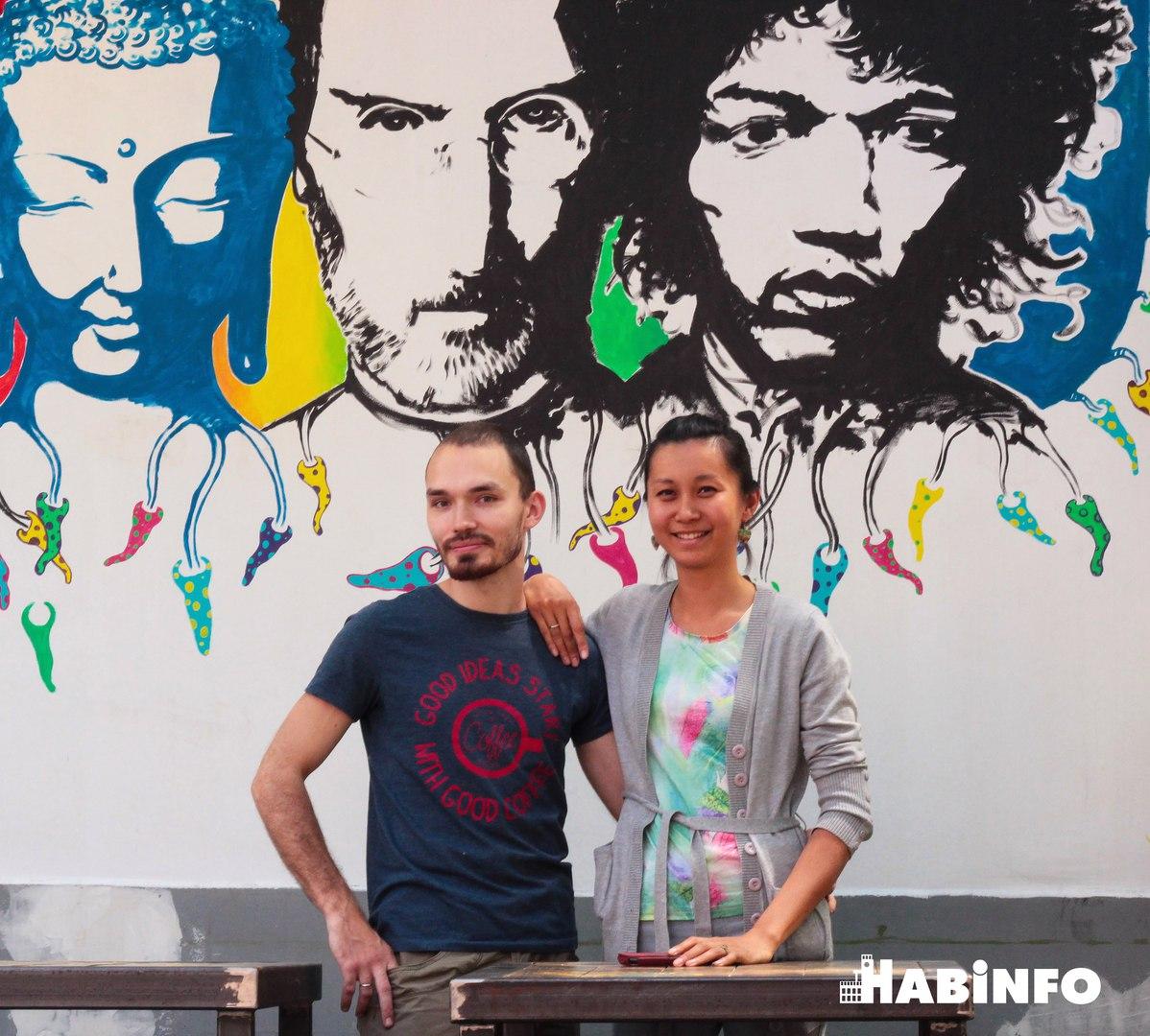 От Стива Джобса до «Битлз»: что рисуют хабаровские художники на домах и кафе