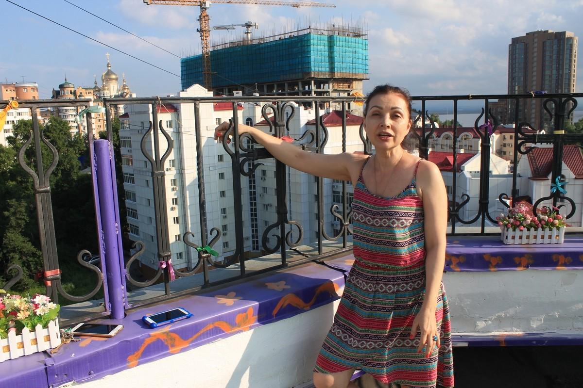 Детсадовцы в Хабаровске гуляют по крыше и поднимаются пешком на 14 этаж