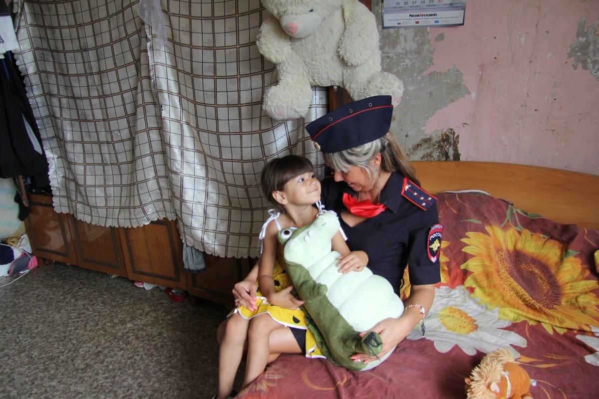 Полицейские в Хабаровске проверили неблагополучные семьи