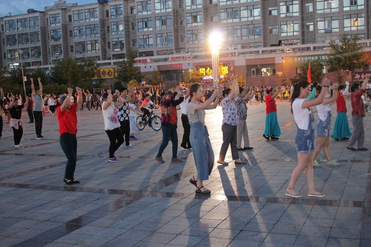 китайцы танцы площадь развлечения вечер