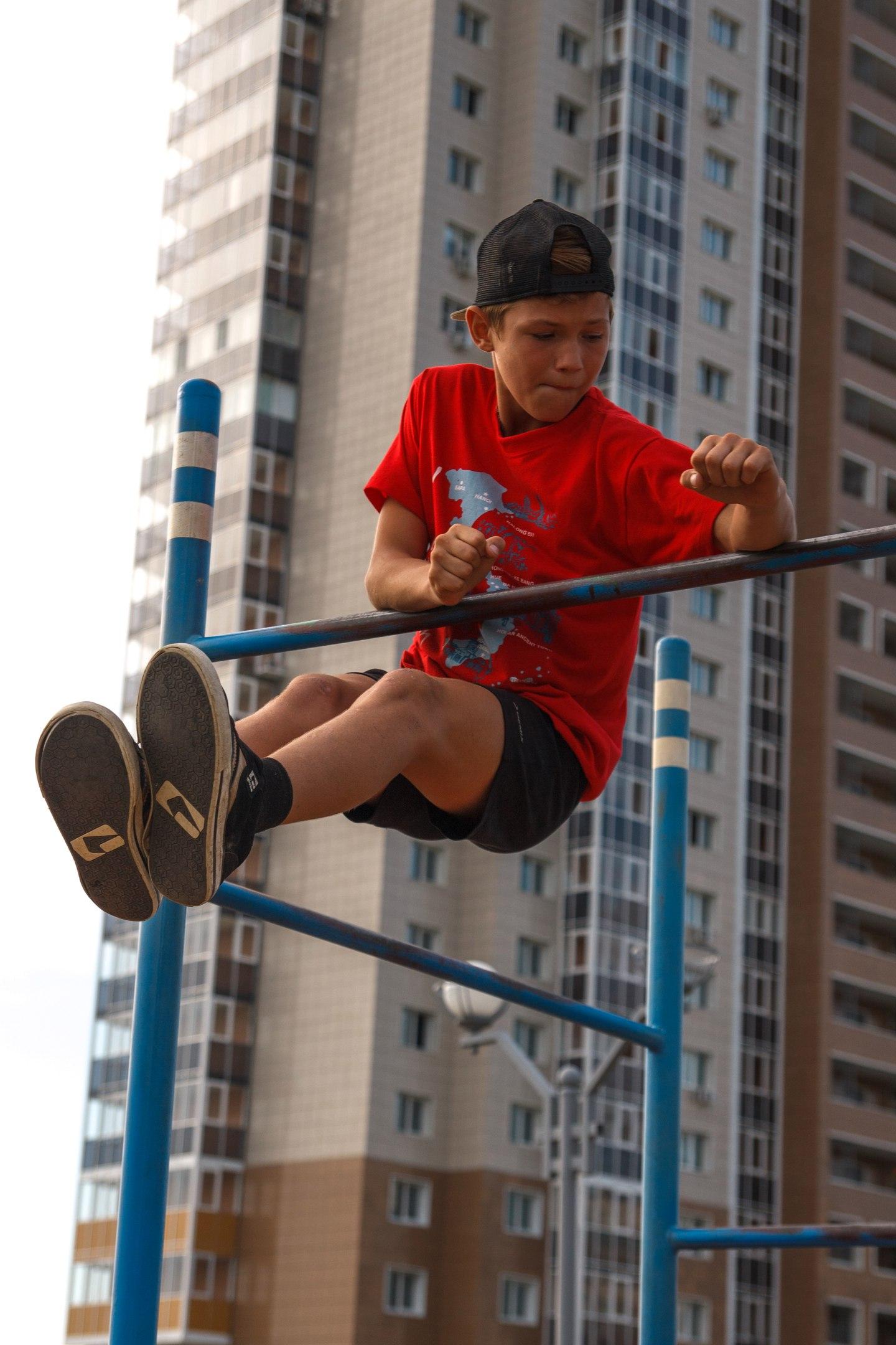Уличные атлеты: хабаровским воркаутерам не хватает места для площадок