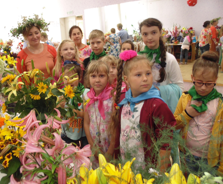 Дети знакомятся мир цветов