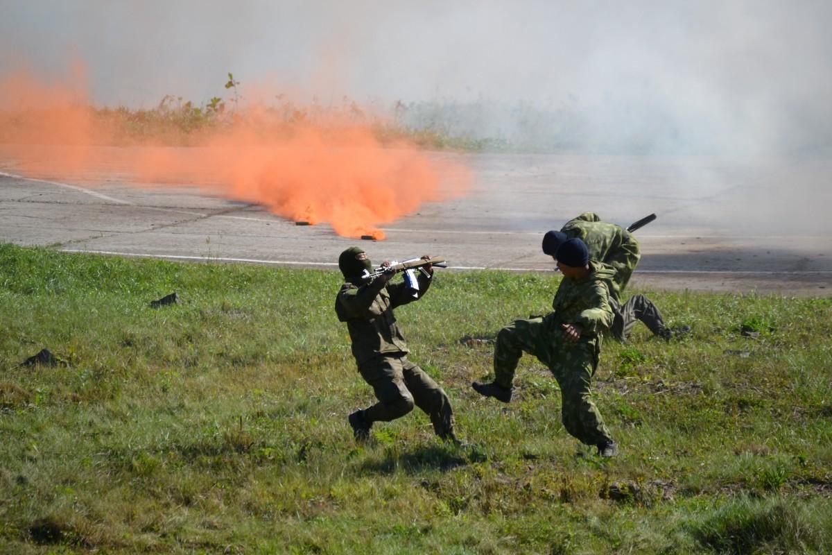 """День танкиста по-хабаровски: от вальса до ликвидации """"террористов"""""""